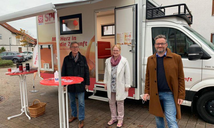 Germersheim/ Sondernheim. Am 22. und 23. Oktober war Landtagskandidat Markus Kropfreiter mit dem Mobilen Quartierbüro in Sondernheim am Oberwald. Das Mobile Quartierbüro wird von Klaus Beisel, Mitarbeiter des SPD-Landesverbandes, betreut.